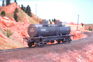 8K 2 Compartment/2 Dome Tank Car (HO Scale)
